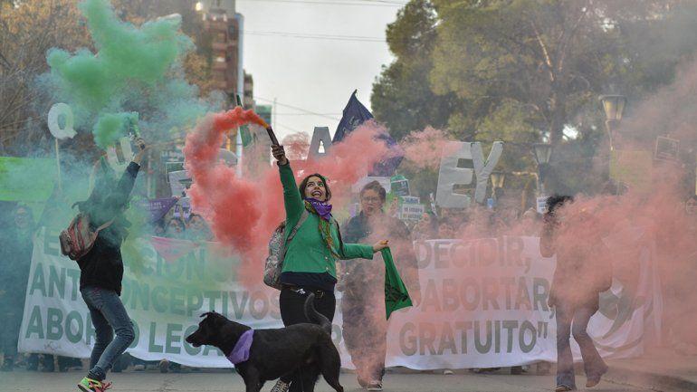 Una multitudinaria movilización por el aborto legal inundó la ciudad de verde