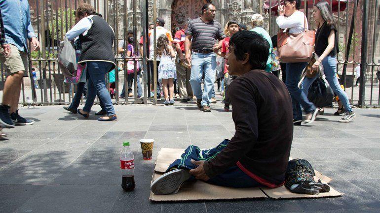 La infelicidad y el malestar se duplican entre los más pobres