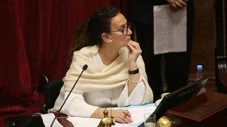 Insultos, festejos y peleas: el show de Michetti en el Senado