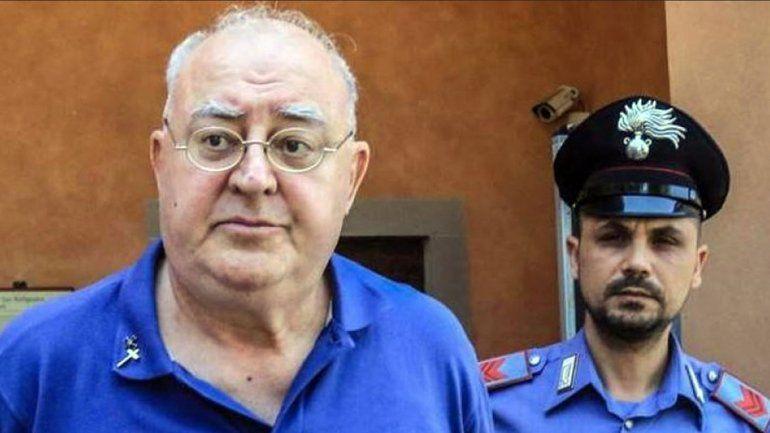 Un cura italiano abusó de una nena en un auto