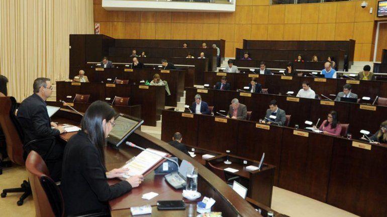 Con votos del MPN y Cambiemos se aprobó la adhesión a la ley de ART
