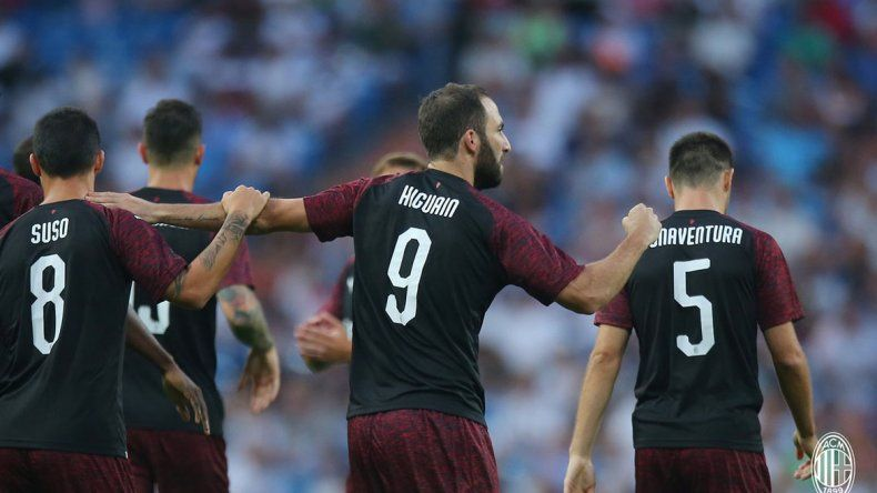 Pipita debutó en Milán con un gol en un partido amistoso