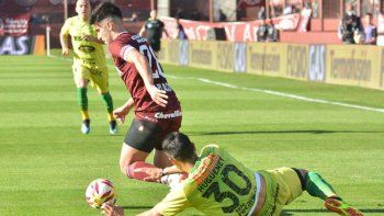 lanus no pudo con defensa y el tomba pincho al ultimo