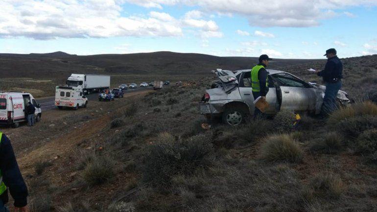 Vuelco fatal en la Ruta 237: murió un bebé de 6 meses y una nena de 9 años está grave