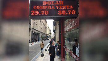 el dolar coqueteo con los $31 y gobierno anuncio medidas
