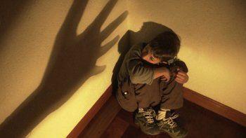 zapala: declaran culpable a una ninera que maltrataba y golpeaba a un nene de 4 anos