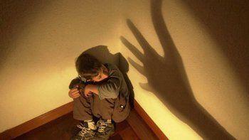 condenan a una ninera por golpear a un nene de 4