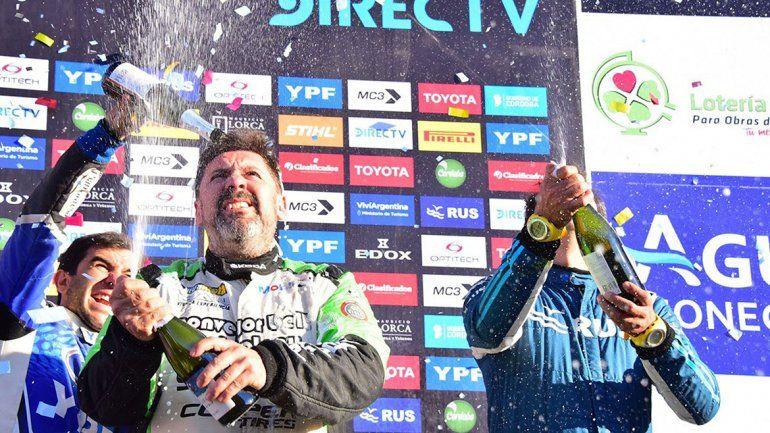 Cancio y un festejo que lo ubica en el primer puesto de la general tras conquistar la Vuelta de la Manzana.