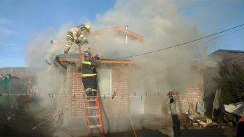un incendio en una toma movilizo a junin de los andes