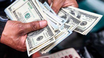el central subasto casi u$s 800 millones y no pudo frenar al dolar