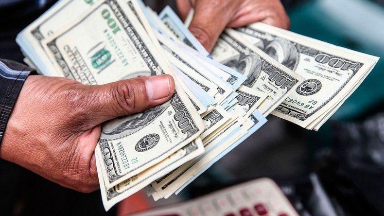 La flotación del dólar coqueteó con los 42 pesos