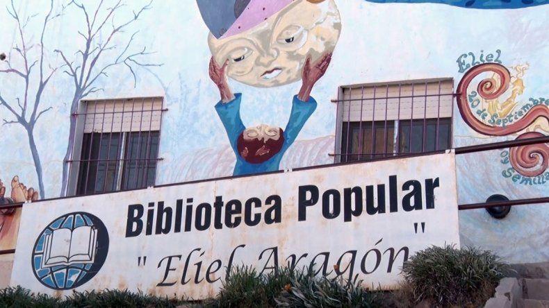 La biblioteca Eliel Aragón lucha contra la inflación y vende libros a precios bajísimos