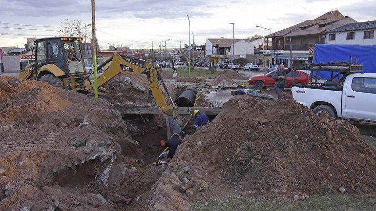 Cinco barrios con problemas de agua por una rotura