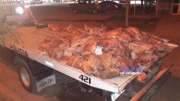en un control se encontraron con dos mil kilos de carne ilegal