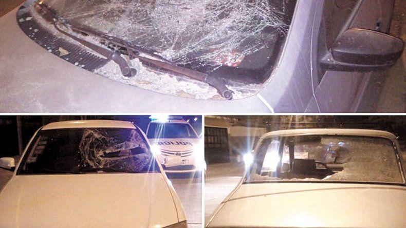 Detienen a un joven que destrozó varios autos con piedras