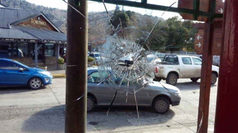Dos bandas se cruzaron en pleno centro de San Martín de los Andes: hubo disparos