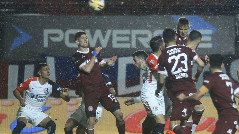 San Lorenzo ganaba 2 a 0 y Lanús se lo empató