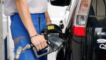 por que suben los precios de los combustibles