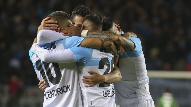 Sin brillar, la Academia le ganó 2 a 0 a Vélez