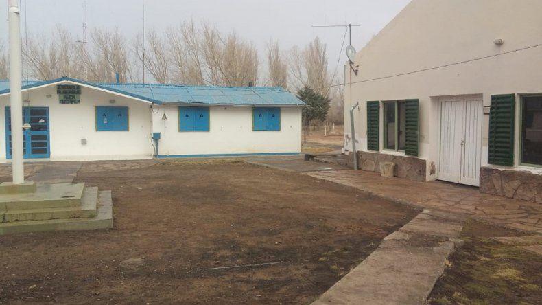 Reclaman que vuelvan las clases en la Escuela 173 de Huantraico