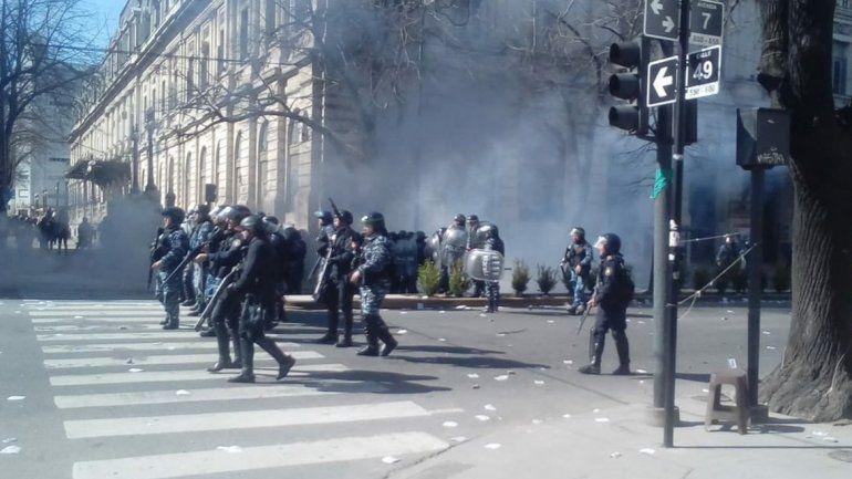 Graves incidentes en La Plata tras una protesta del Astillero Río Santiago