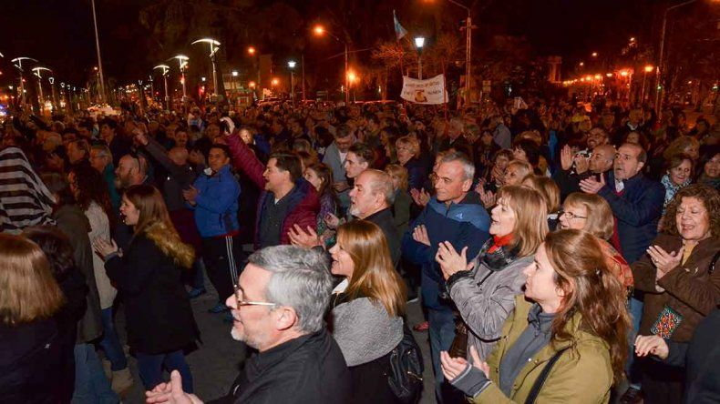 Mucha gente se movilizó contra la ex presidenta en varios puntos del país. En Neuquén marcharon al Monumento.