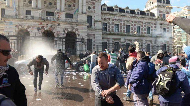 Una protesta sindical terminó con piedras