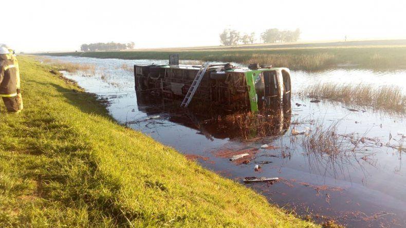 Volcó un micro en la Ruta 2: al menos tres muertos