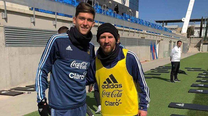 La foto de la promesa con Messi cuando fue sparring de la Selección.