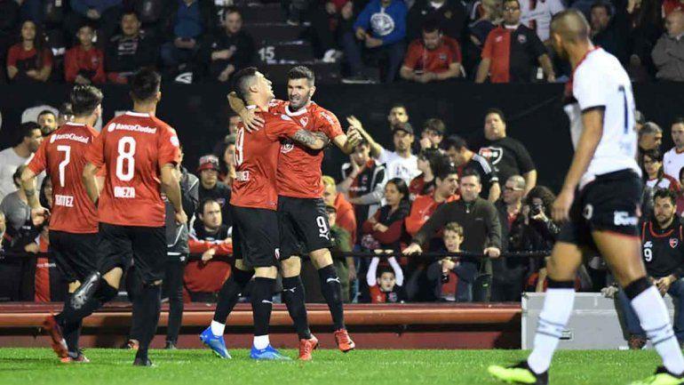 El Rojo debutó con un empate en Rosario en el que Gigliotti fue figura.