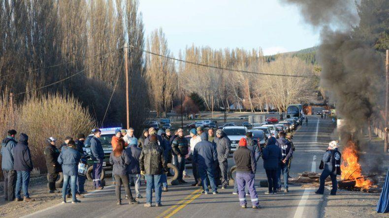 Trabajadores del EPAS cortan Ruta 40 en reclamo por falta de personal