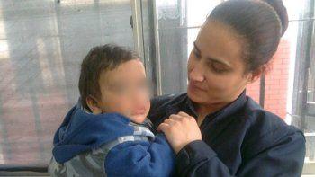 Abandonó su bebé: Lo dejo porque estoy en la calle