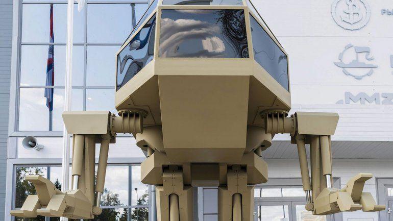 Presentan a un robot de cuatro metros con garras asesinas