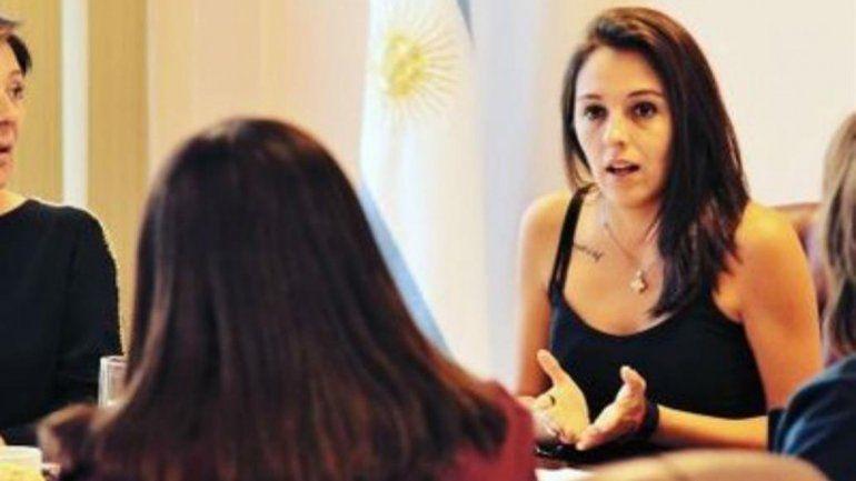 Ministra de San Luis se grabó tras fumar marihuana y se hizo viral