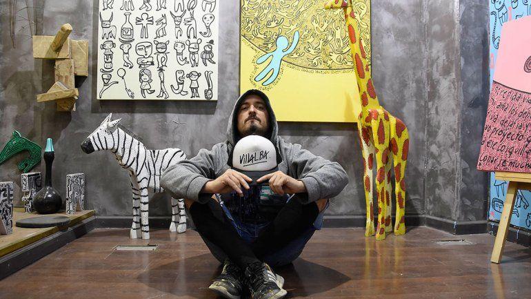 El artista que transforma la vida cotidiana en una fiesta de colores