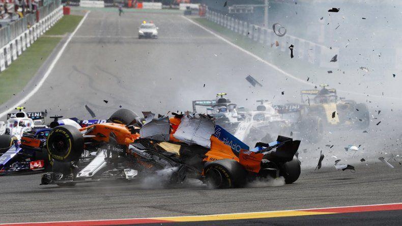 Mirá el espectacular choque en el arranque del GP de Belgica