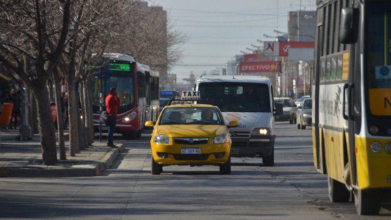 Se vienen aumentos para los taxis y colectivos