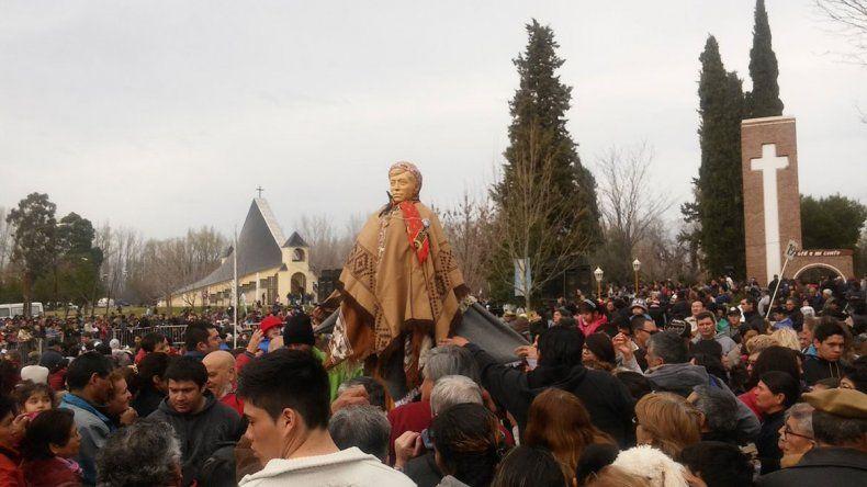 Las muestras de fe se dieron cita de a miles en la localidad rionegrina.