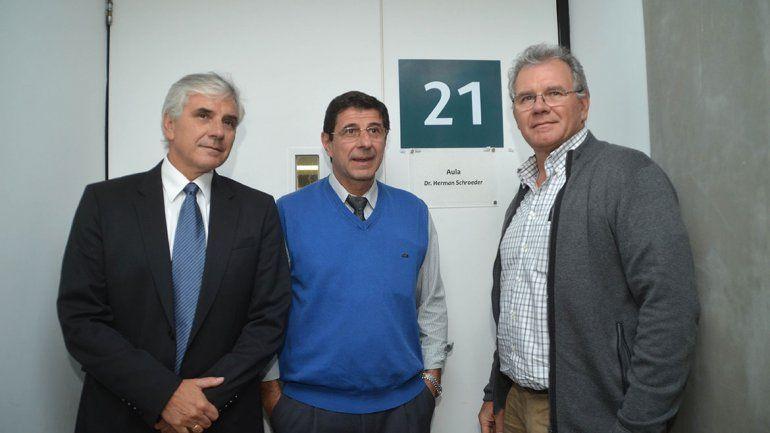 El aula 21 de la Uflo lleva el nombre del doctor Herman Schroeder. En el homenaje estuvieron presentes sus hijos