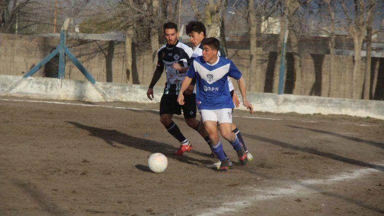 Nunca se alejó de la V azulada de Don Bosco y tuvo un paso por Huachipato de Chile.