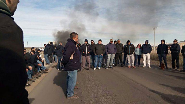 Los trabajadores realizaron ayer un corte sobre la Ruta 22.
