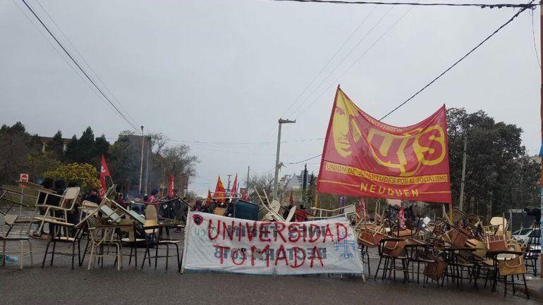 La toma en la UNCo seguirá hasta la marcha nacional universitaria