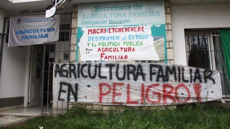 Realizarán un abrazo simbólico en Agricultura Familiar ante posible despidos