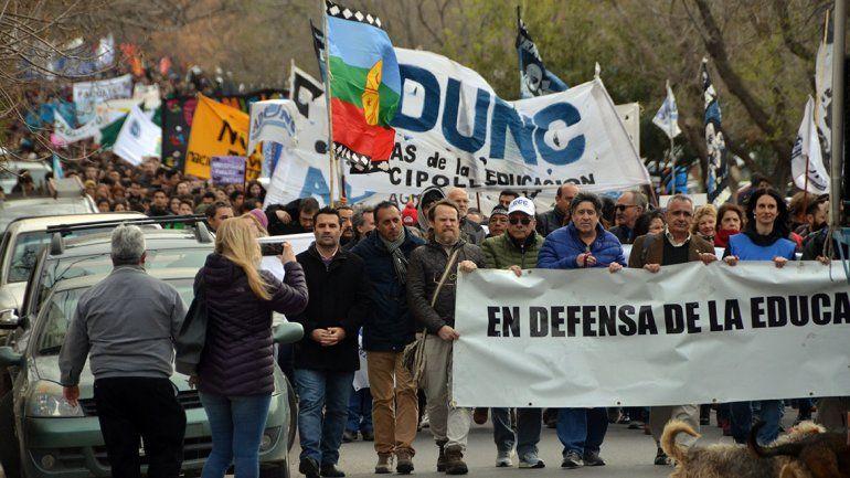 Se firmó el acuerdo con docentes universitarios, pero en la UNCo sigue el paro