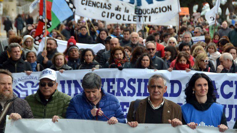El rector de la universidad Gustavo Crisafulli destacó el gran apoyo de toda la comunidad que salió a la calle a
