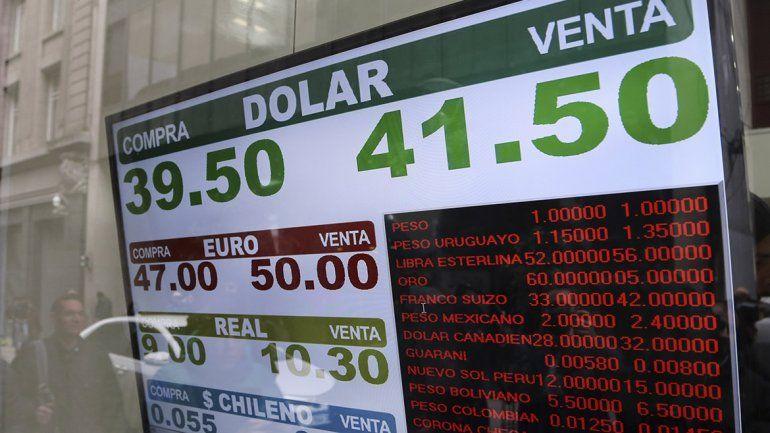 El Central consiguió recortar la suba del dólar que cerró a $ 39,77