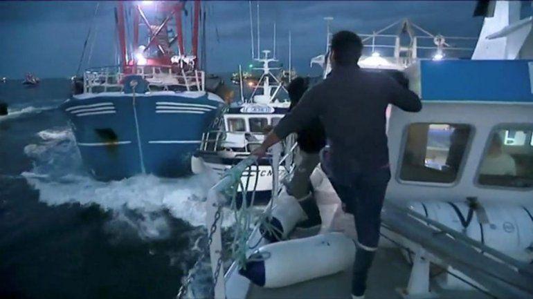 Pescadores de Francia, a las piñas con los británicos