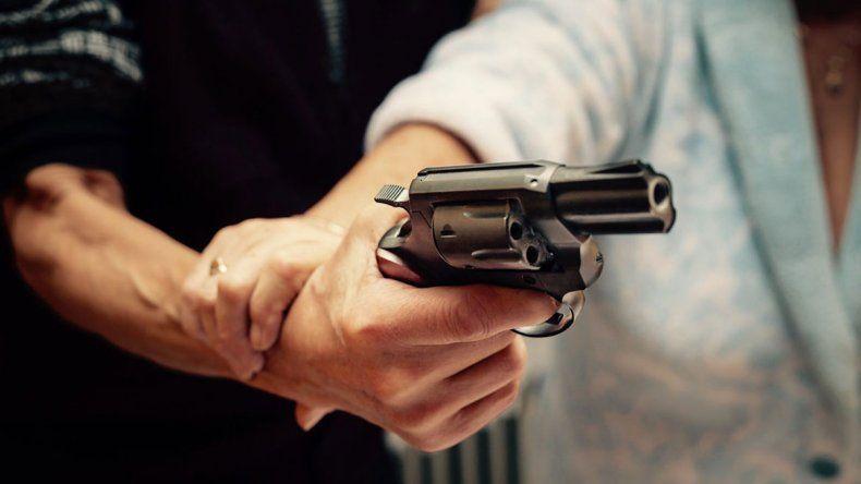 A punta de pistola, mantuvo 12 horas secuestrada a la ex