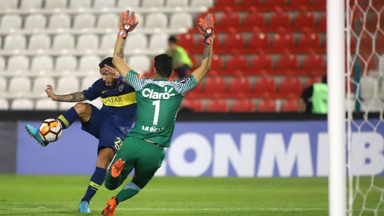 Carlitos Tevez entró al inicio del complemento y se dio el gusto de convertir un gol en una semana en la que se habló mucho de su relación con el entrenador Barros Schelotto.