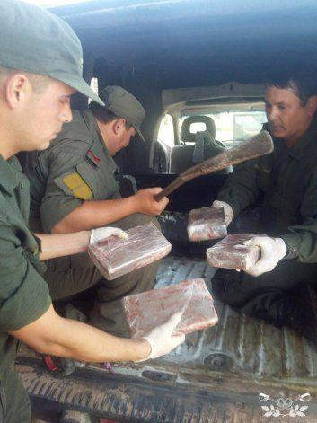 Hallan 250 kilos de cocaína en las ruedas de un camión